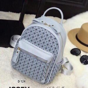 กระเป๋าเป้ผู้หญิง กระเปาสะพายหลังแฟชั่น ดีไซน์เป็นเอกลักษณ์ Issey Miyake Bao Bao [สีเทา ]