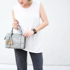กระเป๋าถือ กระเป๋าสะพายข้างผู้หญิง งานหนังพียู แต่งภู่ [สีเทา ]