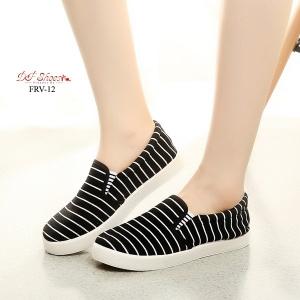 พร้อมส่ง รองเท้าผ้าใบแฟชั่นสีดำ แบบสวม ผ้าแคนวาส แฟชั่นเกาหลี [สีดำ ]