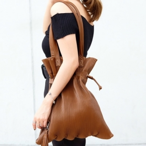 กระเป๋าสะพายแฟชั่น กระเป๋าสะพายข้างผู้หญิง หนังพีช ถือหิ้วได้ สะพายไหล่ได้ [สีน้ำตาล ]