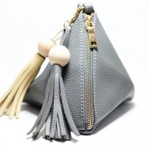 กระเป๋าถือ กระเป๋าคลัทช์ ทรงสามเหลี่ยมเล็ก มีตุ้ม หนังPU [สีเทาเข้ม ]