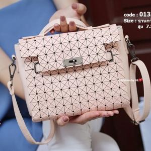 กระเป๋าสะพายแฟชั่น กระเป๋าสะพายข้างผู้หญิง สไตล์งานแบรนด์ ISSEY MIYAKE [สีชมพู ]