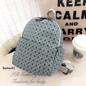 กระเป๋าเป้ผู้หญิง กระเป๋าสะพายหลังแฟชั่น Issey Miyake Bao Bao [สีเทา ]