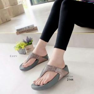 รองเท้าแตะเพื่อสุขภาพ แบบคีบ สายคาดแต่งเพชร [สีเทา ]