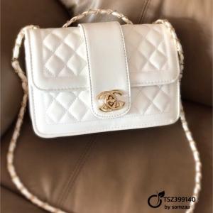 กระเป๋าสะพายแฟชั่น กระเป๋าสะพายข้างผู้หญิง สายโซ่ สไตล์ Chanel [สีขาว ]