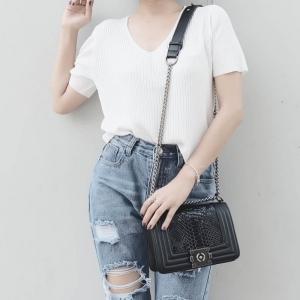 กระเป๋าสะพายแฟชั่น กระเป๋าสะพายข้างผู้หญิง CHANEL BOY CLASSIC 8นิ้ว ลายหนังงู [สีดำ ]