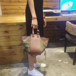 กระเป๋าสะพายแฟชั่น กระเป๋าสะพายข้างผู้หญิง Celine หนังล้วน/หนังกลับ [สีเขียว]