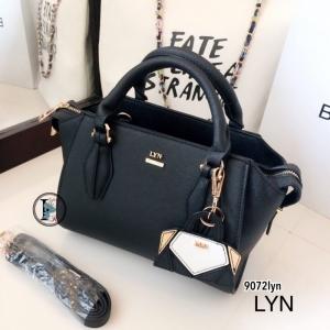 กระเป๋าถือผู้หญิง กระเป๋าสะพายผู้หญิง งานชนช็อปวัสดุหนังพียูคุณภาพพรีเมี่ยม Lyn Artesia งานTop Mirror [สีดำ ]