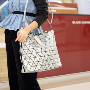 กระเป๋าสะพายแฟชั่น กระเป๋าสะพายข้างผู้หญิง Bao Bao Baral ทรงถัง [สีเงิน ]