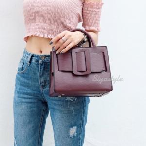 กระเป๋าถือ กระเป๋าสะพายข้างแฟชั่น Boyy bag ลายโมโนแกรม [สีแดง ]