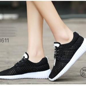 พร้อมส่ง รองเท้าผ้าใบเสริมส้นสีดำ ผ้าตาข่าย น้ำหนักเบา แฟชั่นเกาหลี [สีดำ ]