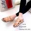 รองเท้าแตะลำลองวัสดุหนังนิ่ม คาด3 สาย 961-59-ตาล (สีน้ำตาล) thumbnail 4