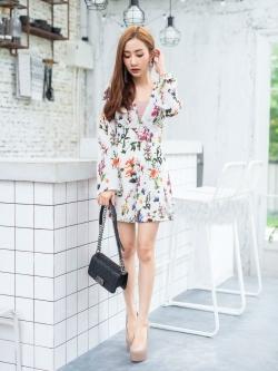 JS0035 เสื้อผ้าแฟชั่น เสื้อผ้าเกาหลี เสื้อผ้าแฟชั่นเกาหลี ชุดจั๊มสูท จั๊มสูทขาสั้น จั๊มสูทกางเกง จั๊มสูทลายดอก ชุดออกงาน ชุดทำงาน (สีขาว)