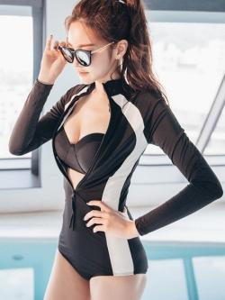 ชุดว่ายน้ำวันพีชแขนยาวสีดำแถบขาวซิปหน้า