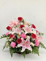 กระเช้าดอกไม้กุหลาบแดง-ลิลลี่ รหัส 2048
