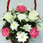 กระเช้าดอกไม้กุหลาบ-คาร์เนชั่น รหัส 2059
