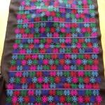 ผ้าปักอิวเมี่ยน ลายปักโบราณ สีโทนน้ำเงินชมพูสดใส