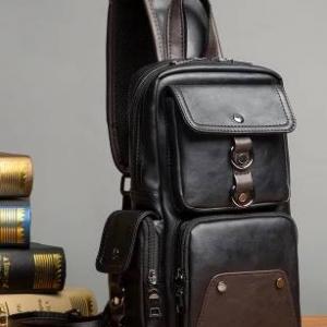 กระเป๋าสะพายหลัง สะพายข้าง คาดอก เหลี่ยมแฟชั่น หนังPU สีดำทูโทน