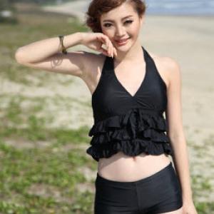 พร้อมส่ง ชุดว่ายน้ำ Tankini ชุดว่ายน้ำเซ็ต 2 ชิ้น เสื้อเอวลอยแต่งระบาย กางเกงขาสั้นสีดำสวยๆ
