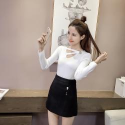 เสื้อแฟชั่น แขนยาว คอวีแต่งสายไขว้ สีขาว