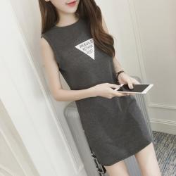 เดรสแฟชั่นเกาหลี แขนกุด ผ้าร่อง สกรีนลายสามเหลี่ยม สีเทา