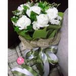 V002 : Thinking (7 roses)