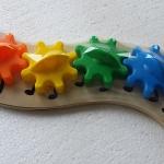 จิ๊กซอตัวหนอนจับคู่สี สร้างเฟืองหมุนต่อกัน Rainbow Caterpilar Gear Toy