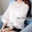 เสื้อผ้าลูกไม้สีขาวสไตล์คลาสสิกสุดหวาน ตัวนี้ใส่ได้ทุกยุคทุกสมัยและทุกโอกาส หมวดหมู่ เสื้อแฟชั่น เสื้อเกาหลี