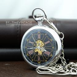 นาฬิกาพกไขลานหน้าเปลื่อย ระบบกลไกเรือนสีเงินหน้าปัดดำ ฝาหลังพื้นเรียบ