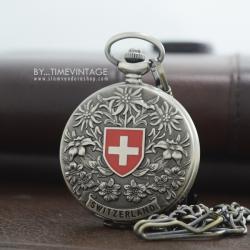 นาฬิกาพกของที่ระลึก Souvenir ดีไซต์ Swiss Nation ตัวเรือนสีเทาระบบกลไกไขลาน