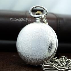 นาฬิกาพกพร้อมฟังชั่นวันที่ (1-31) สีเงินเงาลายเถาวัลย์ (พร้อมส่ง)