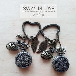 พวงกุญแจนาฬิกาลาย หงส์คู่ Forever LOVE