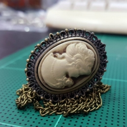 สร้อยคอล็อคเก็ตนาฬิกาขนาดเล็กทรงรีสไตลิวินเทจ Camero Design