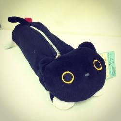 กระเป๋าดินสอ Kutsushita แมวดำ นอนคว่ำ