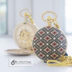 นาฬิกาพกลายไทยระบบกลไกไขลาน ประดับคริสตัล SWAROVSKI สีแดงสยามหน้า-หลัง (งานสั่งทำ)