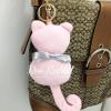 พวงกุญแจ ที่ห้อยกระเป๋า รูปแมวสีชมพูผูกโบว์