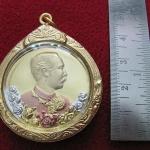 ล็อกเก็ตเหรียญเสด็จพ่อร.5 หลังพระพุทธชินราชพิมพ์ใหญ่เนื้อสามกษัตริย์เลี่ยมทองไมครอนพร้อมใบคาถาค่ะ