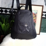 กระเป๋า สวยๆ จาก แบรนด์ PRADA เป็นกระเป๋า เป้