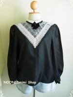 เสื้อวินเทจคอประดับลูกไม้โบว์สีดำ