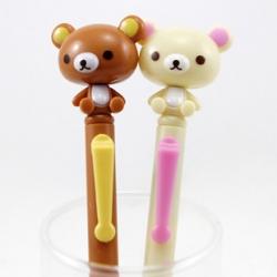ปากกา กดแล้วหัวน้องหมีหมุน มี2ลาย: ริลัคคุมะ (สีน้ำตาล) และ โคะริลัคคุมะ (สีครีม)