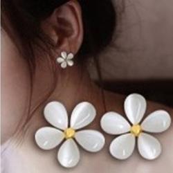 ต่างหูแฟชั่น ลายดอกไม้ขาว