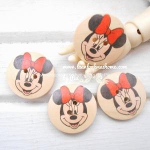 กระดุมไม้ลาย mickey mouse ขนาด 2.5cm (4 เม็ด)
