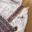เซ็ตเสื้อลูกไม้สีขาวสไตล์เฟมินีนและเดรสสายหนาผ้าวิสโคสพิมพ์ลาย thumbnail 6