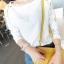 เสื้อแฟชั่นคอกลมสีขาวแขนยาวตัดต่อผ้าลูกไม้ลายดอกไม้สีขาวค่ะ thumbnail 10