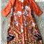 เดรสทรงปล่อย สีส้มทองพิมลายดอกไม้ ชุดนี้ใช้ผ้าซาตินผสมผ้าไหม thumbnail 4