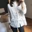 เสื้อเชิ้ตแขนยาว แต่งแถบลูกไม้ชีฟองสีขาว thumbnail 7