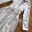 โค้ทยาวผ้าเครปสีขาวตกแต่งลูกไม้ thumbnail 5