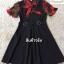 ชุดเดรสสีดำพื้น แต่งผ้าชีฟองสีแดงช่วงแขนและคอ thumbnail 4
