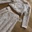 เซ็ตเสื้อแขนยาวทรงคร็อปและกระโปรงยาวผ้าลูกไม้สีครีม thumbnail 6