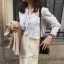 เสื้อเชิ้ตแขนยาว แต่งแถบลูกไม้ชีฟองสีขาว thumbnail 6
